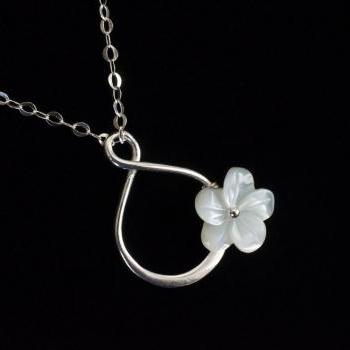 Infinity Necklace, Silver Infinity Pendant, Mother of Pearl Flower Infiniy Necklace,Forever Friendship, Bridesmaid Gifts, Sister,Flower Girl